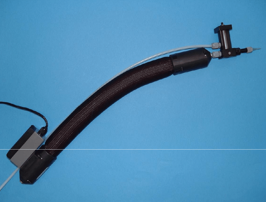 Thermostatic sheath with integrated thermo regulator, keeps adhesive at contact temperature